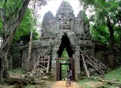 Cycling around Angkor 1 700pixel