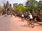 cycling-to-angkor-04-700pix