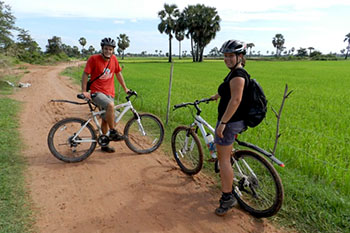 cycling-to-bakong-temple-170110-350pix