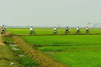 cycling-to-visit-rural-villages-170110-350pix