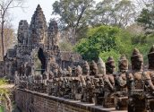 South Gate of Angkor Thom 03 800x600