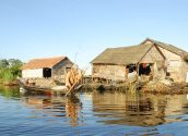 Tonle Sap floating village 01 800x600